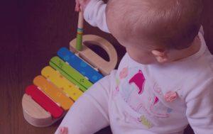 Spielen Baby Spielverhalten